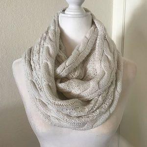 🌵New York & Company scarf